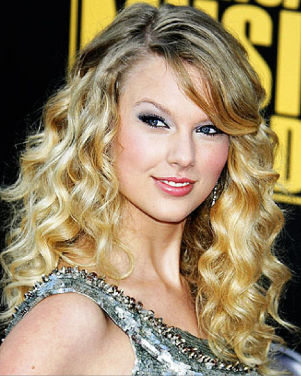 Taylor Swift- Body Curl – Celebrity Custom Lace Wig