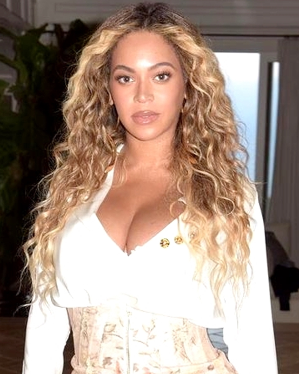 Beyonce' - Wavy Ombre'- Custom Celebrity Lace Wig